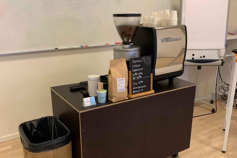 Kaffebar indenfor på kontor